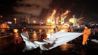 「印尼客機墜毀」到處都是屍塊,飛機失聯之前就偏離航線!