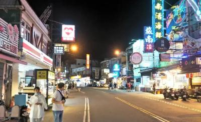 「墾丁大街」夜晚管制人流,攤商苦哈哈遊客早嚇跑了