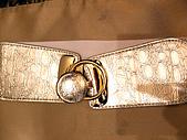 狂賀~~R&T百搭皮帶榮登BEAUTY一月號皮帶排行榜前十名:D&G.GUGGI都有出的金色腰封