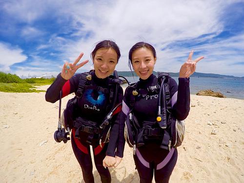 岸上合照遠.png - 體驗學潛水