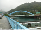 比民國年長了 2歲的坪林舊橋 - 先民智慧, 建構特殊的船型橋敦, 細斜橋柱:P1110051.JPG