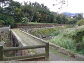 桃園龍潭大平村大平紅橋 and 入口伯公廟 2011/02/18:P1010218.JPG