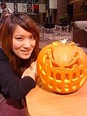 Hallowe'en (萬聖節前夕) Lydia and Jack-o-Lantern :DSC09809.JPG
