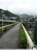 比民國年長了 2歲的坪林舊橋 - 先民智慧, 建構特殊的船型橋敦, 細斜橋柱:P1110139.JPG