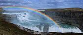Gullfoss(黃金瀑布)+Skogafoss(史科卡瀑布)+Dyrholaey的海上洞門+黑沙灘:沒陽光、沒彩虹的早上。 只好翻拍看板的黃金瀑布啦!