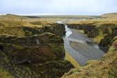 Vik-Skaftafell National Park-Jokulsarlon-Reykjavik:我們的車停在遠方的橋旁邊