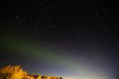 Grenevik(草屋)- Godafoss(上帝瀑布)-Mývatn (米湖) :回到住宿處還依依不捨的在屋前拍拍星軌+極光。4:00 睡下。