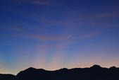 合歡山(08/23~24/'14):合歡山24日清晨五點多,一彎新月左邊下方是金星,上方是木星