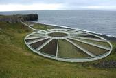 冰島北部: Reykjavik-Hvammstangi-Akureyri:各家農舍聯合的幾何形狀的牛羊圈