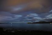 Tromsø ,  Norway:站在大石頭和海水中浪漫的守候...
