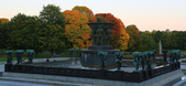 Oslo, Norway:噴泉:由六個巨人扛著,代表人生不同時期的負擔。