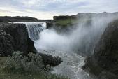 Mývatn (米湖) :Dettifoss 是冰島、也是歐洲水量最大的瀑布,它的上游是瓦特那冰原的冰河分支