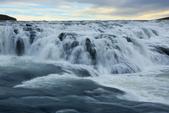 Gullfoss(黃金瀑布)+Skogafoss(史科卡瀑布)+Dyrholaey的海上洞門+黑沙灘:陰天、微微飄雨的黃金瀑布...我獨自享受!