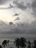 蜜月勝地-馬爾地夫的瑞僖敦渡假村:1060708陰雨綿綿的馬爾地夫.jpg