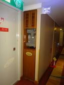 1071016台南-台糖長榮酒店:銅雕展:DSC06491飯店的飲水機+製冰機.JPG