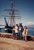 77年~105年家人活動團照:海盜船
