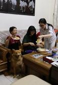 孩子們為詩心媽咪準備的慶生蛋糕與生日歌:IMG_1081開心吃蛋糕.jpg