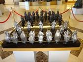1071016台南-台糖長榮酒店:銅雕展:DSC06509大型雕塑棋盤.JPG