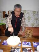 107年老爺的生日蛋糕:DSC02374壽星切蛋糕.JPG