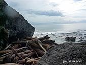 090927小琉球行DAY3:健下去 海邊有一堆漂流木