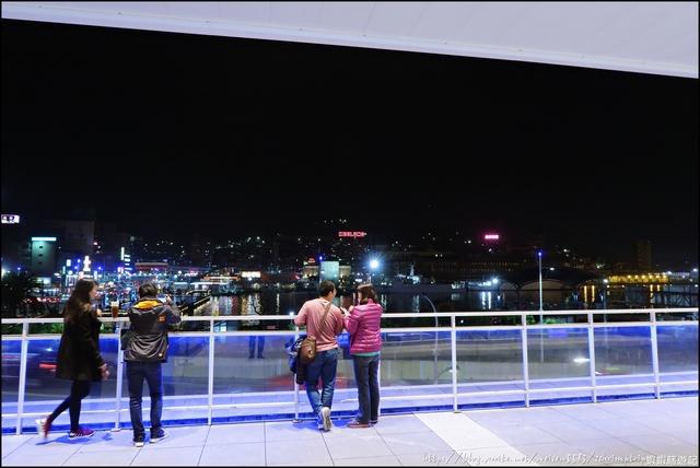 『 基隆。東岸商場E-SQUARE 』基隆新地標建築。全台第一座俯瞰市景的空中跑道: