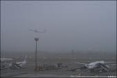 『 大園。桃園機場第二航廈觀景台 』近距離看飛機。桃園機場也有露天觀景台囉: