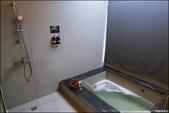 『 礁溪。NO.9號溫泉旅店 』來去住一晚。外觀很工業風的溫泉旅店: