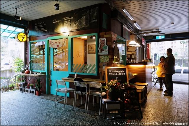 『 暖暖。小市場咖啡 』Coffee店。隱身在菜市場內的質感店鋪: