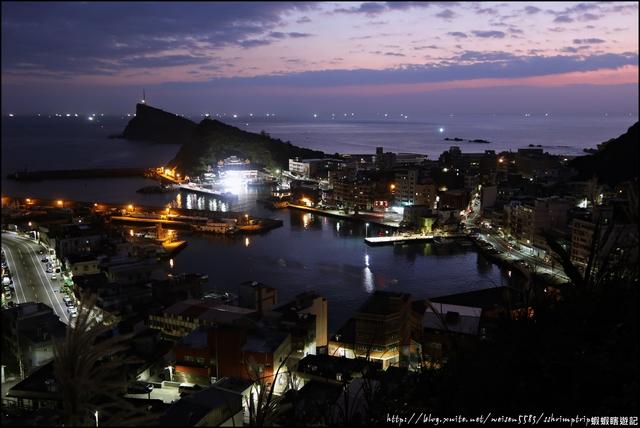 『 萬里。野柳漁港 』日出透早之時。俯瞰野柳漁港之秘境: