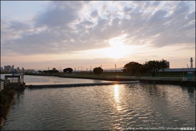 『 北投。河雙21號河濱公園 』追夕陽。欣賞晚霞印在水面的河濱公園: