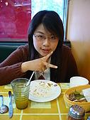 2880/4/11探訪雨濛&必勝客和風拂風味賞:妹妹和…吃完的盤子合拍一張!